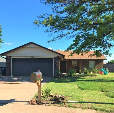 Single Family Home For Sale: 318 S Saddle