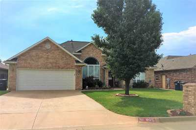 Single Family Home For Sale: 805 Bear Run