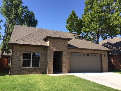Single Family Home For Sale: 621 Chisholm Creek