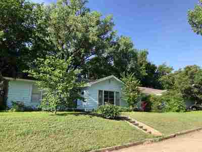 Single Family Home For Sale: 1831 E Maple