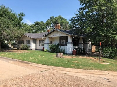Single Family Home For Sale: 1928 E Cherokee