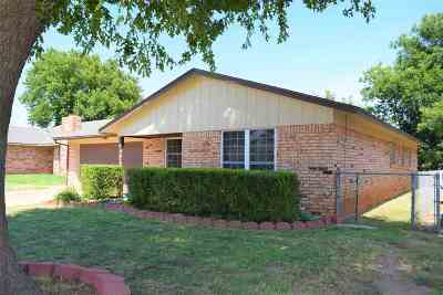 Single Family Home For Sale: 213 S Saddle