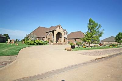 Enid  Single Family Home For Sale: 1604 Club House