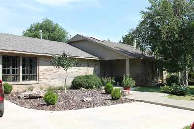 Single Family Home For Sale: 68 Country Oaks