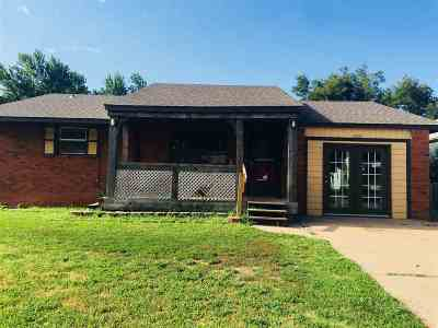 Single Family Home For Sale: 1409 W Maple