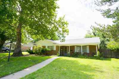 Single Family Home For Sale: 1911 Broadmoor
