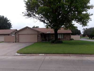 Single Family Home For Sale: 2306 Heritage Trail