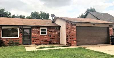 Single Family Home For Sale: 105 N Texoma