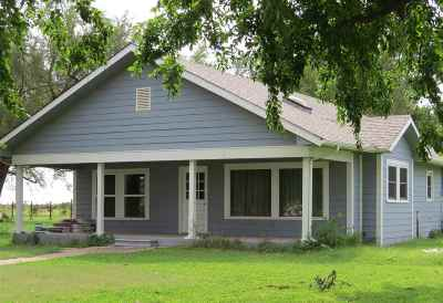 Single Family Home For Sale: 100 S 5th