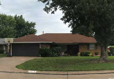 Single Family Home For Sale: 2702 Indian Dr