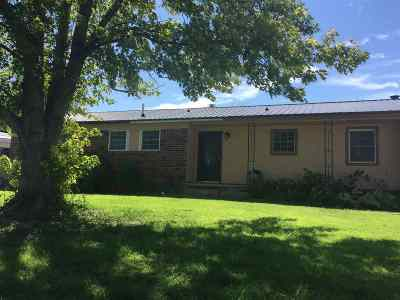 Single Family Home For Sale: 203 S Ash St
