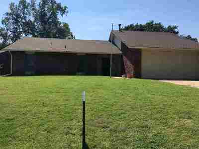 Single Family Home For Sale: 2802 Heritage Trail