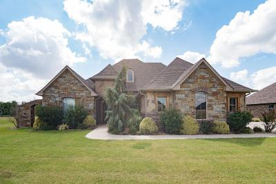 Single Family Home For Sale: 2413 Belle Crossing Dr
