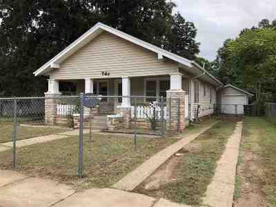 Single Family Home For Sale: 725 N Malone
