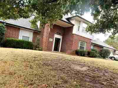 Single Family Home For Sale: 1604 Foxcroft