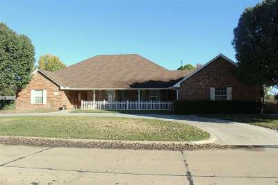 Enid Single Family Home For Sale: 2608 Clairemont