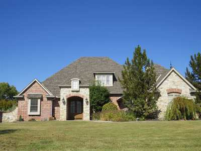 Single Family Home For Sale: 3026 Falcon Crest