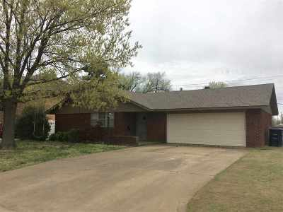 Single Family Home For Sale: 102 N Hoover