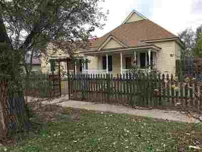 Single Family Home For Sale: 521 N Leach Ave