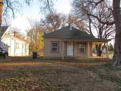 Single Family Home For Sale: 521 W Oklahoma Ave