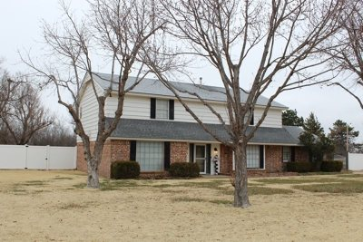 Single Family Home For Sale: 2412 Wildwood Dr