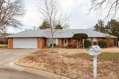 Single Family Home For Sale: 1017 Elmwood Circle