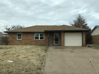 Lahoma Single Family Home For Sale: 522 Jacob Dr