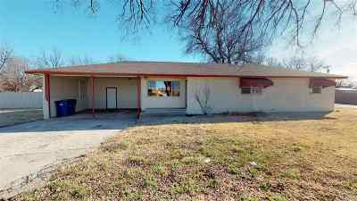Single Family Home For Sale: 302 N Elm