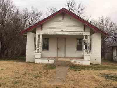 Single Family Home For Sale: 615 N Tyler