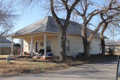Single Family Home For Sale: 222 NW 3rd