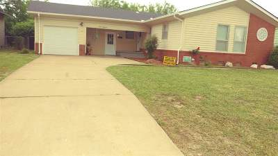 Single Family Home For Sale: 1618 Ponca