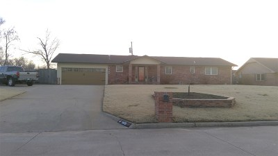 Single Family Home For Sale: 3409 Robin Dr