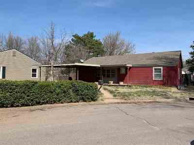 Single Family Home For Sale: 1424 Circle Dr