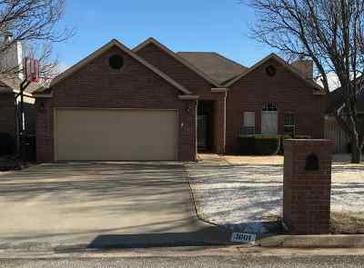 Single Family Home For Sale: 1001 Bluestem
