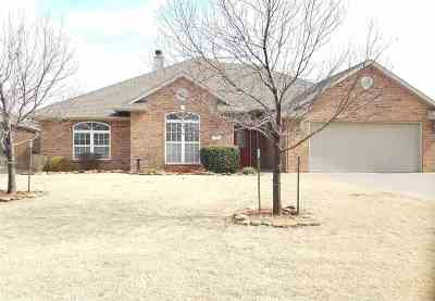 Single Family Home For Sale: 805 Caribou