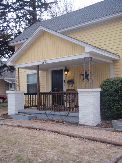 Single Family Home For Sale: 1620 W Maple