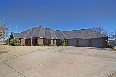 Enid Single Family Home For Sale: 3909 N Oakwood Rd