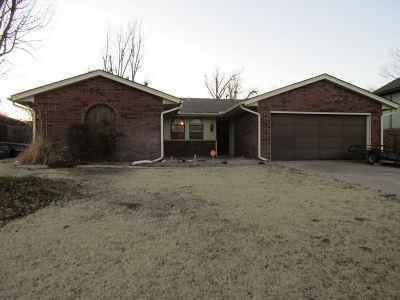 Single Family Home For Sale: 3219 Oak Park Ln