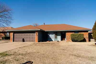 Single Family Home For Sale: 4610 Pine Cone Ln