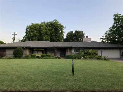 Single Family Home For Sale: 1601 Osage
