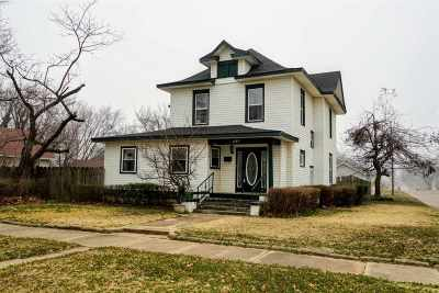 Single Family Home For Sale: 1123 W Cherokee