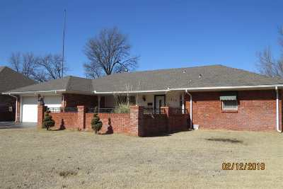 Single Family Home For Sale: 1810 Live Oaks St