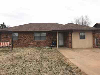 Lahoma Single Family Home For Sale: 502 Jacob