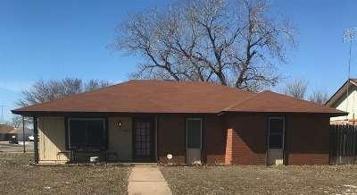 Single Family Home For Sale: 406 Deer Run