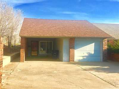 Single Family Home For Sale: 2130 Camelot
