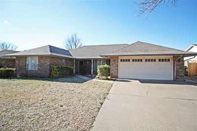 Single Family Home For Sale: 808 Canary Lane