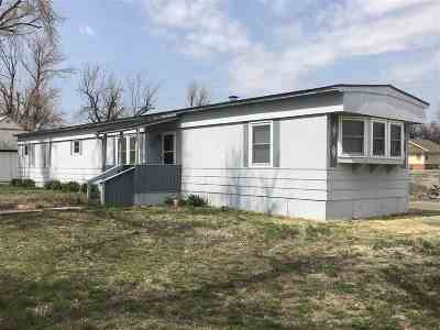 Single Family Home For Sale: 412 SW First St