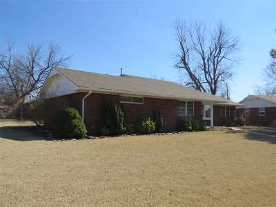 Single Family Home For Sale: 1927 Arapaho Dr