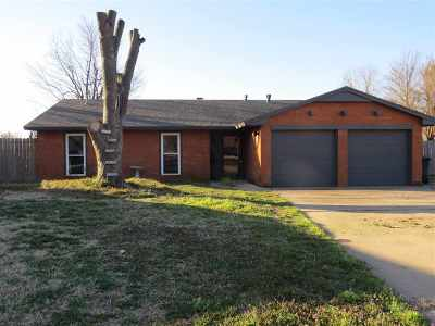 Single Family Home For Sale: 601 Florence