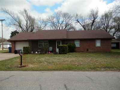 Single Family Home For Sale: 323 Oklahoma